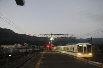 2017年9月19日 5時17分ころ、西武秩父、3番ホームへ到着する4011Fの下り回送列車。