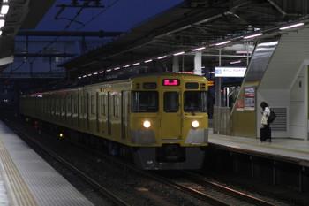 2017年9月23日 5時30分ころ、所沢、2番ホームを通過する2021Fの上り回送列車。