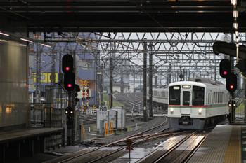 2017年9月23日 7時15分ころ、所沢、4番ホームへ到着する4021F+4017Fの上り回送列車。