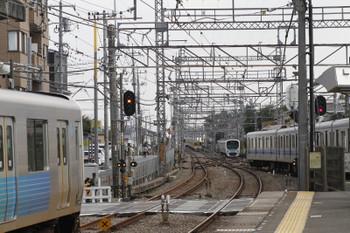 2017年9月24日 14時8分ころ、西所沢、2番ホームから20157Fの上り回送列車が発車し待たされる池袋線の上下の列車。
