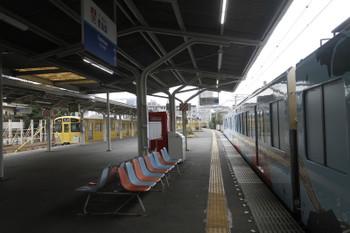 2016年10月30日 10時21分ころ、豊島園、4009F回送列車が止まる横の2番ホームに一般列車が着発。