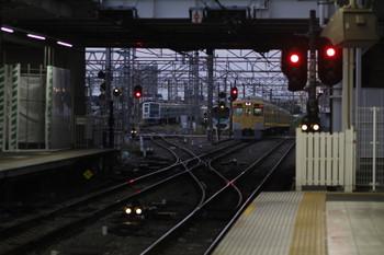 2017年10月1日 5時30分ころ、所沢、通過した2033Fの上り回送列車(右)ほか。