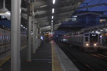 2017年10月3日 5時34分ころ、清瀬、4番ホームで留置となったメトロ7013Fと到着する6156Fの上り回送列車。