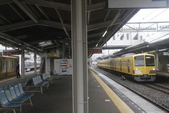 2017年10月15日 12時44分ころ、西所沢、左から、2番ホームから発車したN2000系の上り回送列車、1番ホームから発車した10107Fの81レ、そして新秋津駅へ向かう263F。