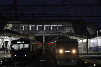 207年10月7日 17時40分ころ、西所沢、1番ホームの10105F下り「ヱビスビール特急」と20152Fの4358レ(左)。