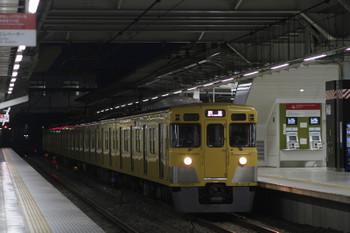 2017年10月15日 5時30分ころ、所沢、2番ホームを通過する2033Fの上り回送列車。