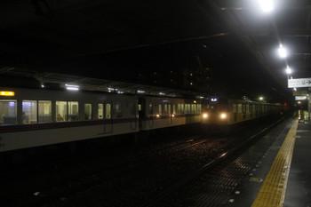 2017年10月21日、仏子、。4021F+4017Fの2004レと中線へ到着する2091Fの下り回送列車。