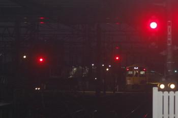 2017年10月26日 5時30分ころ、所沢、通過した2045Fの上り回送列車(右端)と珍しく同駅電留線で寝ている東急5050系10連。