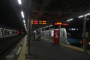 2017年11月11日 5時24分ころ、小手指、1番ホームへ到着する40102Fの上り回送列車。