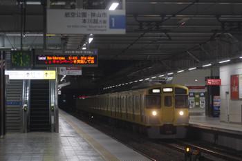 2017年11月16日 5時30分ころ、所沢、2番ホームを通過する2051Fの上り回送列車。