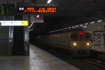 2017年11月17日 5時30分ころ、所沢、2番ホームを通過する2021Fの上り回送列車。
