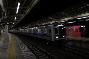 2017年12月23日 17時52分ころ、入間市、5番ホームの9101F上り回送列車と6152Fの1720レが並びました。