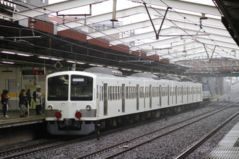 2017年10月21日 13時38分ころ、新秋津、EF65-2101に牽引されJR線を走る西武1253F。