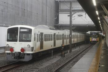 2017年10月22日、所沢、6番線で停車中の1247Fほかと20185Fの5115レ。