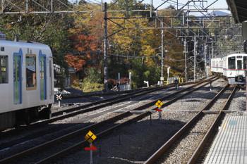2017年11月11日 13時34分ころ、横瀬、引き上げ線から1番ホームへ入る4019F+4021F。
