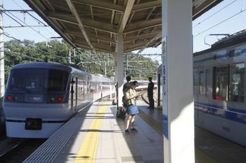 2017年11月3日 10時12分ころ、入間市、4番ホームに停車中の6155Fの上り回送列車を追い抜いた10109Fの20レ。