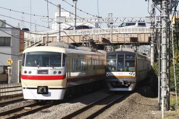 2017年11月3日 13時2分ころ、武蔵藤沢、10105Fの15レとメトロ10002Fの上り回送列車(23S運用)のすれ違い。