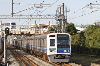 2017年11月3日 15時21分ころ、武蔵藤沢、西武6107Fの急行 元町・中華街ゆき(51K運用)。
