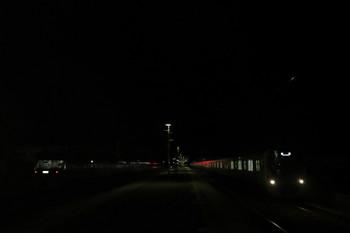 2017年12月3日 18時23分ころ、横瀬、留置中の10111F(左)と到着した38105Fの下り回送列車。