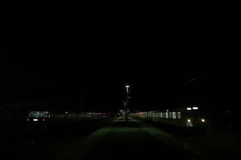 2017年12月3日 19時38分ころ、横瀬、右端が2063Fの上り回送列車。