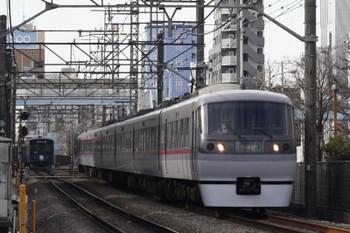 2018年1月15日、高田馬場〜下落合、10106Fの120レ。左奥は20104Fの2641レ。