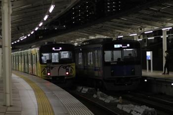 2017年11月3日 17時45分ころ、入間市、20158Fの下り回送列車(左)と20152Fの4140レ。