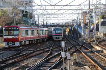 2018年1月22日 15時0分ころ、京成津田沼、京急 新1000形の快速 西馬込ゆき。