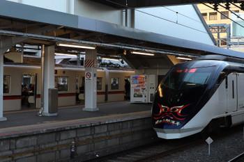 2018年1月2日、京成津田沼、2番ホームを通過する上りの臨時特急「成田山開運号」。