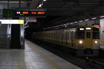 2018年2月13日 5時29分ころ、所沢、2番ホームを通過する2511F+2411Fの新宿線 上り回送列車。