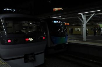 2018年2月15日 18時22分ころ、所沢、手前から10102Fの29レ、40104Fの3122レ、2000系の新宿線 下り各停。