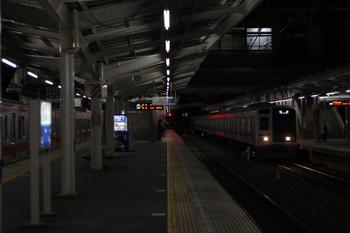 2018年2月20日 5時36分、清瀬、2番ホームへ到着する6112Fの上り回送列車(右)。