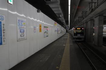 2018年2月25日、世田谷代田、3000形の上り各停が発車した上りホーム。