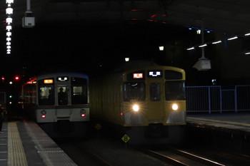 2018年2月25日、秋津、4015F+4023Fの2004レ(左)と2071Fの2161レ。