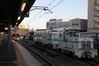 2018年3月17日 6時15分ころ、東長崎、4番ホームへ到着する2073Fの上り回送列車。3月13日からいるマルタイが見えます。
