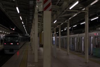 2018年3月20日、入間市、(<-飯能)32103F+38107Fの2207レ(右)を追い抜いた10111Fの47レ。