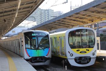 2018年3月25日、入間市、38105Fの5118レ(右)と40102Fの4143レ。