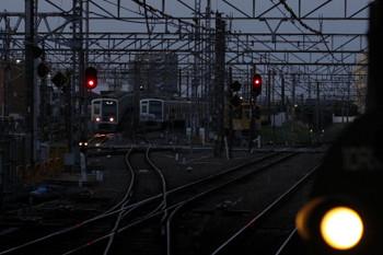 2018年3月30日 5時31分ころ、所沢、6155Fの上り回送列車(左)。