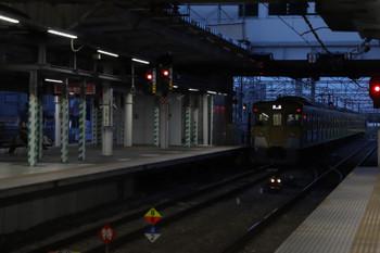 2018年3月31日 5時30分、所沢、2番ホームを通過する2033Fの上り回送列車。