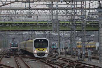 2018年4月11日 6時54分ころ、小手指、38105F+32104Fの上り回送列車。右奥には40101F(キッヅデザイン)とツートン塗装の1249F。