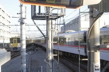 2016年12月3日 15時20分ころ、飯能、到着する2087Fの上りと発車する10110Fの下りの回送列車。