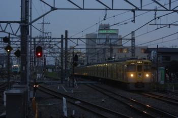 2017年4月21日、所沢、電留線で506レとしての折り返しを待つ40102F(左奥)と2007Fの5831レ。