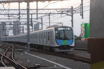 2017年6月9日、石神井公園、3番ホームへ到着する40101FのS-Train・506レ。