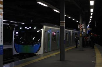 2018年4月28日 0時16分ころ、ひばり丘、到着する40104Fの下り臨時列車。