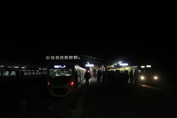 2016年12月3日 21時27分、西武秩父、38111Fの快急 池袋ゆきと到着した2063Fの下り回送。