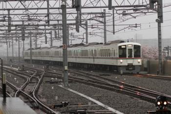 2017年4月8日 6時45分ころ、石神井公園、4番ホームを通過する4021F+4011F(飯能-&gtl;)の上り回送列車。