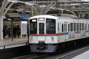 2017年4月8日 7時42分ころ、石神井公園、3番ホームで3402レを待避する4005F(あの花)+4011Fの上り回送列車。