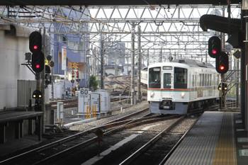 2017年5月3日 7時15分ころ、所沢、4番ホームへ到着する4005F(あの花)+4021F(飯能->)の上り回送列車。