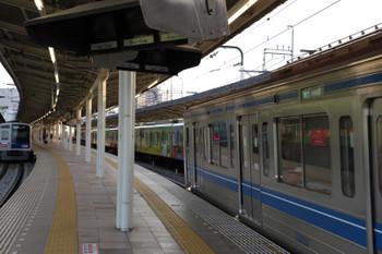 2018年4月29日 17時20分ころ、入間市、左から、先発した6104Fの4149レ、6112Fの1717レ、20158Fの上り回送列車。