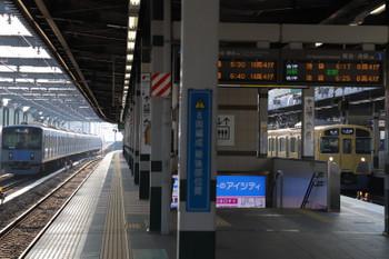 2018年5月5日 6時12分ころ、練馬、20152Fの上り回送列車(左)と2087Fの5205レ。