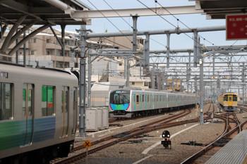 2018年5月13日、石神井公園、左から38111Fの5203レ、遅れて発車の40103Fの4101レ、6番線で出番を待つ2079F。